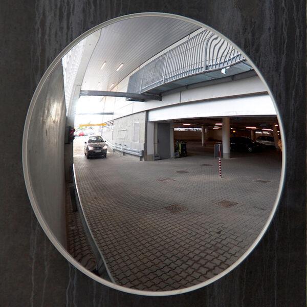 konveks udendørsspejl i parkeringskælder