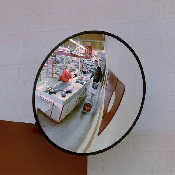 konveks rundt spejl i butik